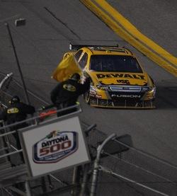 Matt Kenseth wins 2009 Daytona 500