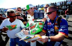 2011 TSS Oct NSCS Dale Jr Signs Autographs