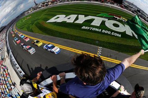 2012 Daytona Feb NSCS Duel 1 green flag