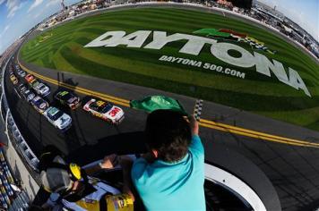 2012 Daytona Feb NSCS Duel 2 race start
