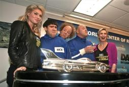 daytona-500-nascar-kate-upton-jane-lynch-3-three-stooges