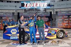 NASCAR-Martin-Truex-Jr-Coors-Light-Pole-Texas-1