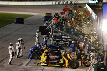 NASCAR-Nationwide-Pitstop-Texas-1