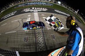 NASCAR-Nationwide-Ricky-Stenhouse-checkered-flag