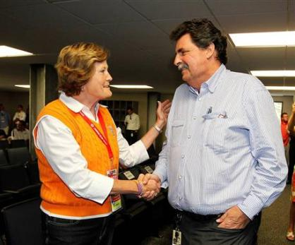2012 Bristol2 Pat Summitt Greets Mike Helton