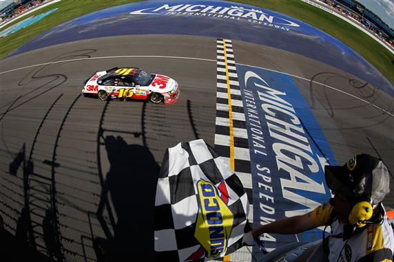 https://thefinallap.files.wordpress.com/2012/08/2012-michigan-aug-nscs-greg-biffle-crosses-finish-line.jpg?w=572