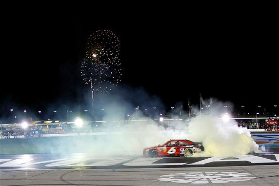 ricky-stenhouse-jr-burnout-atlanta-nascar-nationwide-2012