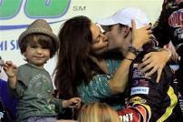 2012_homestead_miami_jeff_gordon_kiss_victory_lane