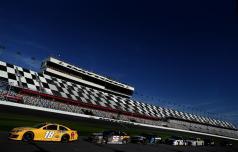 2013 Daytona Preseason Thunder Day 2 Cars Wait on Pit Road