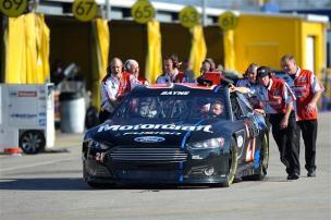 2013 Daytona Preseason Thunder Day 3 Trevor Bayne Crew Pushes Car