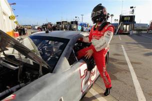 2013 Daytona Preseason Thunder Kevin Harvick Climbs Into Car