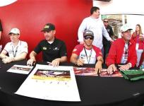 2013 Rolex 24 Michael Waltrip Clint Bowyer Robert Kauffman Rui Augus Sign Autographs