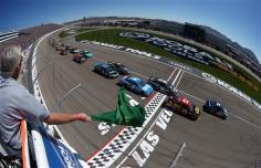 NASCAR_NSCS_KOBALT400_Green_Flag_031013