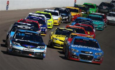 NASCAR_NSCS_KOBALT400_Hamlin_Kahne_031013