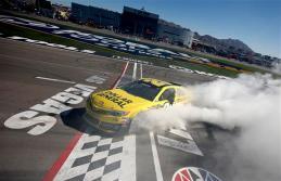 NASCAR_NSCS_KOBALT400_Matt_Kenseth_Win_Burnout_031013