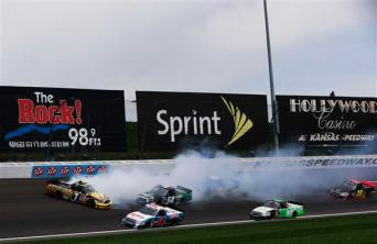 kansas-speedway-1-trucks-nascar-crash
