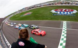 stp-400-nascar-green-flag-start-kansas-1-2013
