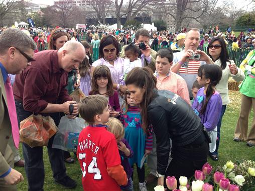 white_house_easter_egg_rol_danica_patrick_autographs_fans_kids_040113