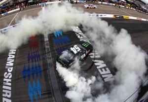 burnout_kyle_busch_071313_new_hampshire_nns